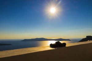 Santorini Sunset (image by nextvoyage from Pixabay)